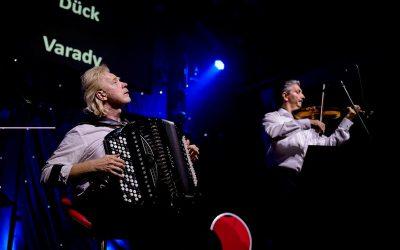 Temperamentvolles Duo mit Bajan und Violine